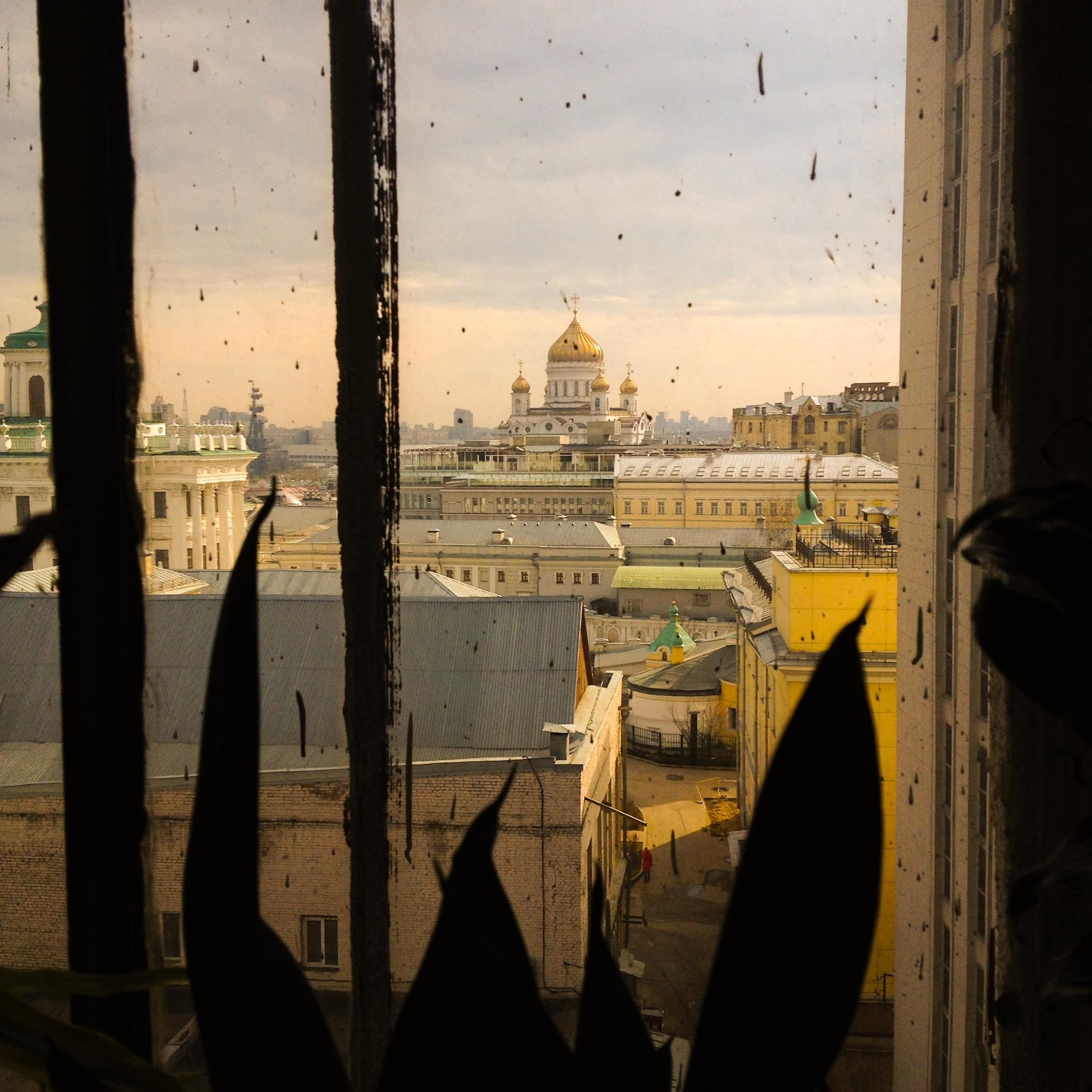 Vor dem Fenster die Christ-Erlöser-Kathedrale