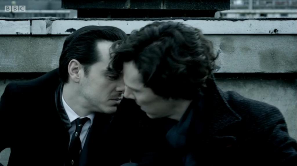 Die Sherlock-Macher spielen gelegentlich auch selbt mit Fanfiction-Ideen und liefern Futter für Sheriarty-Anhänger...