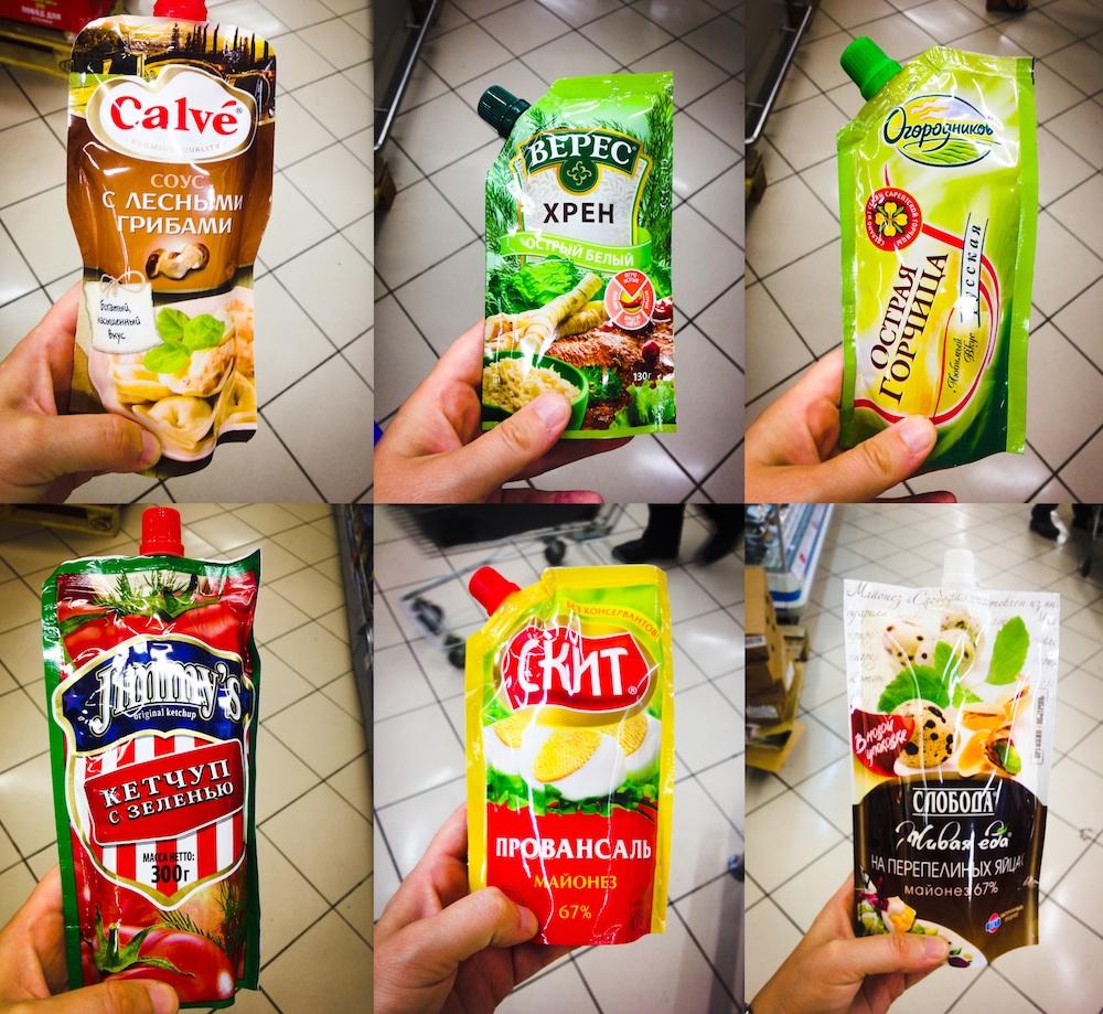 Sechs Softpacks aus dem russischen Supermarkt.