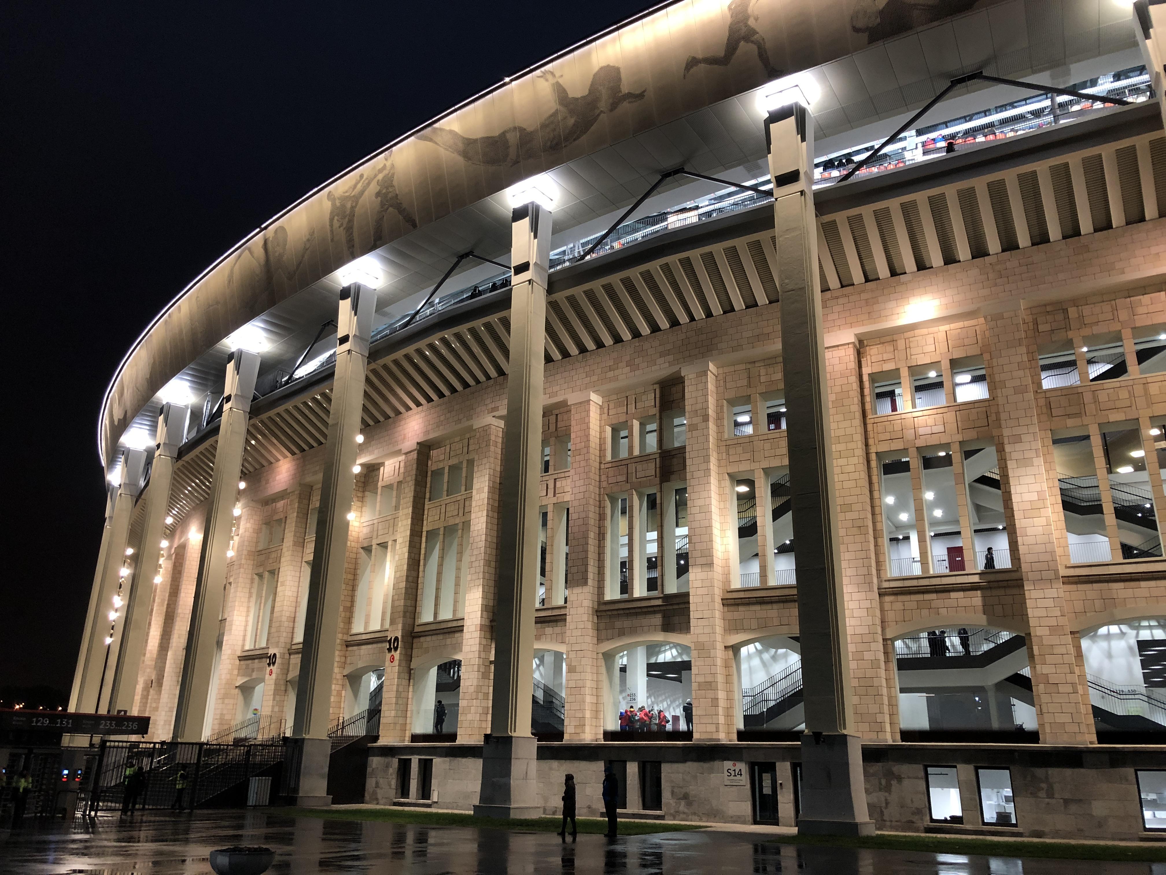 Das Stadion im Dunkeln