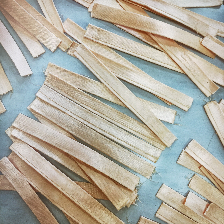 Auf Länge geschnittene Bänder