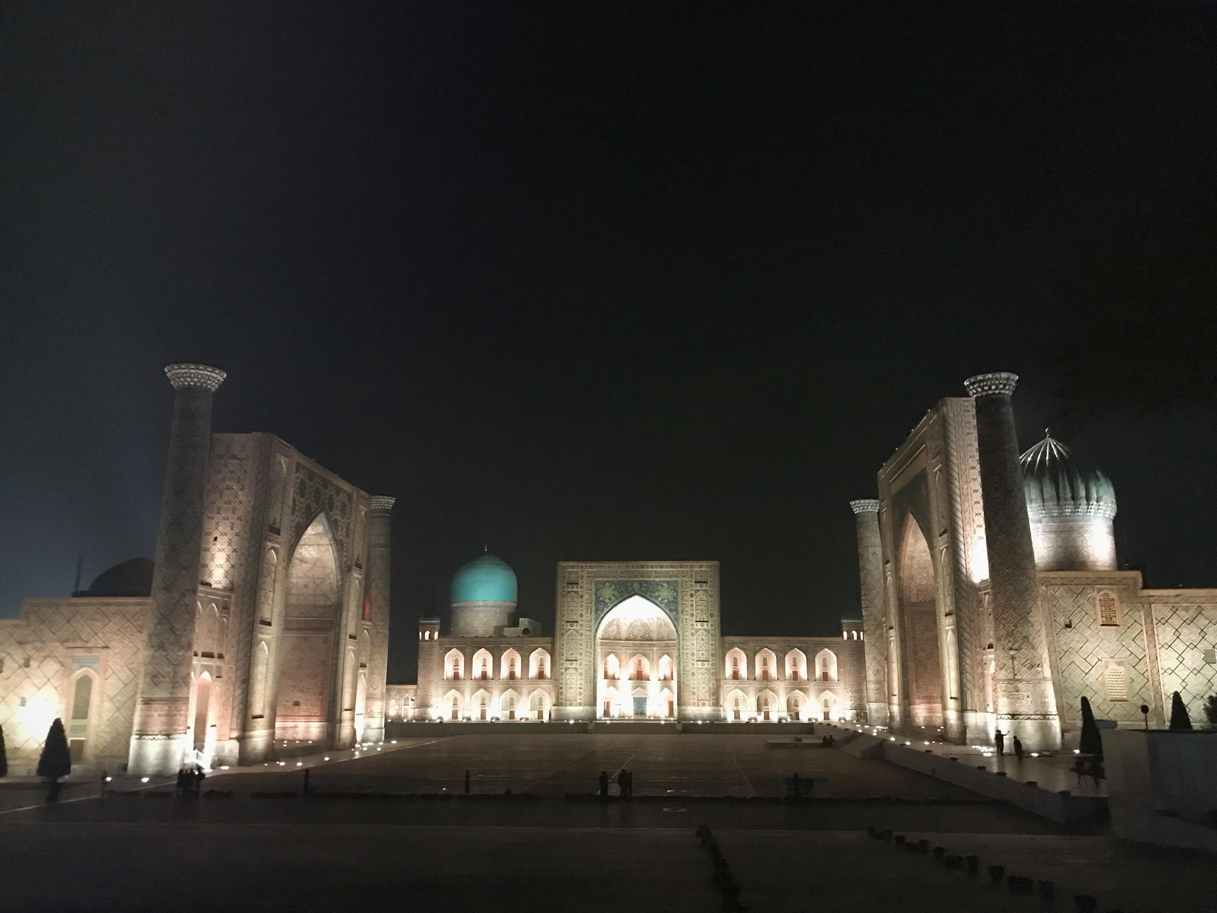 Usbekistand kscheib Registan Nacht Samarkand
