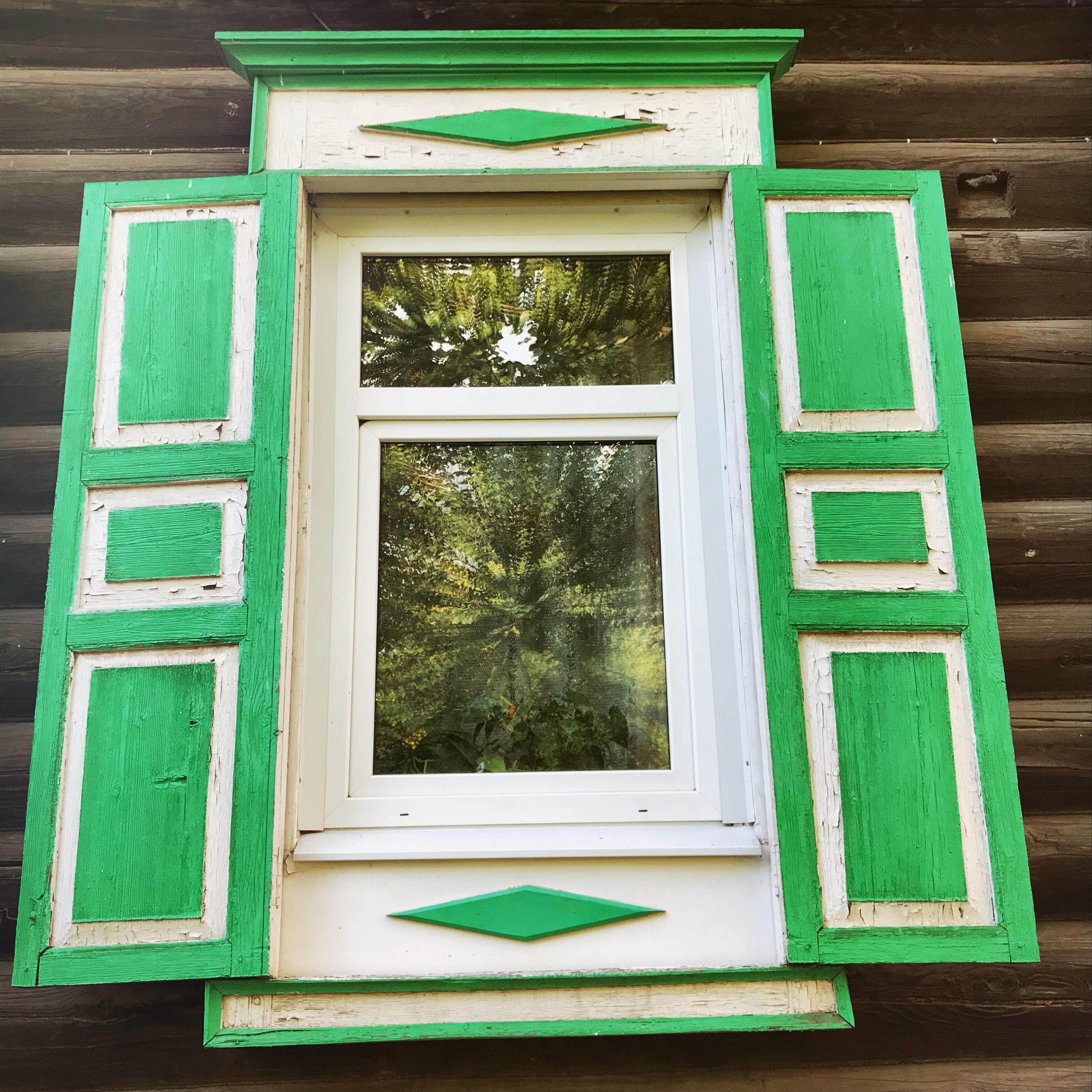 Sibirien Holzhaus Fenster grün