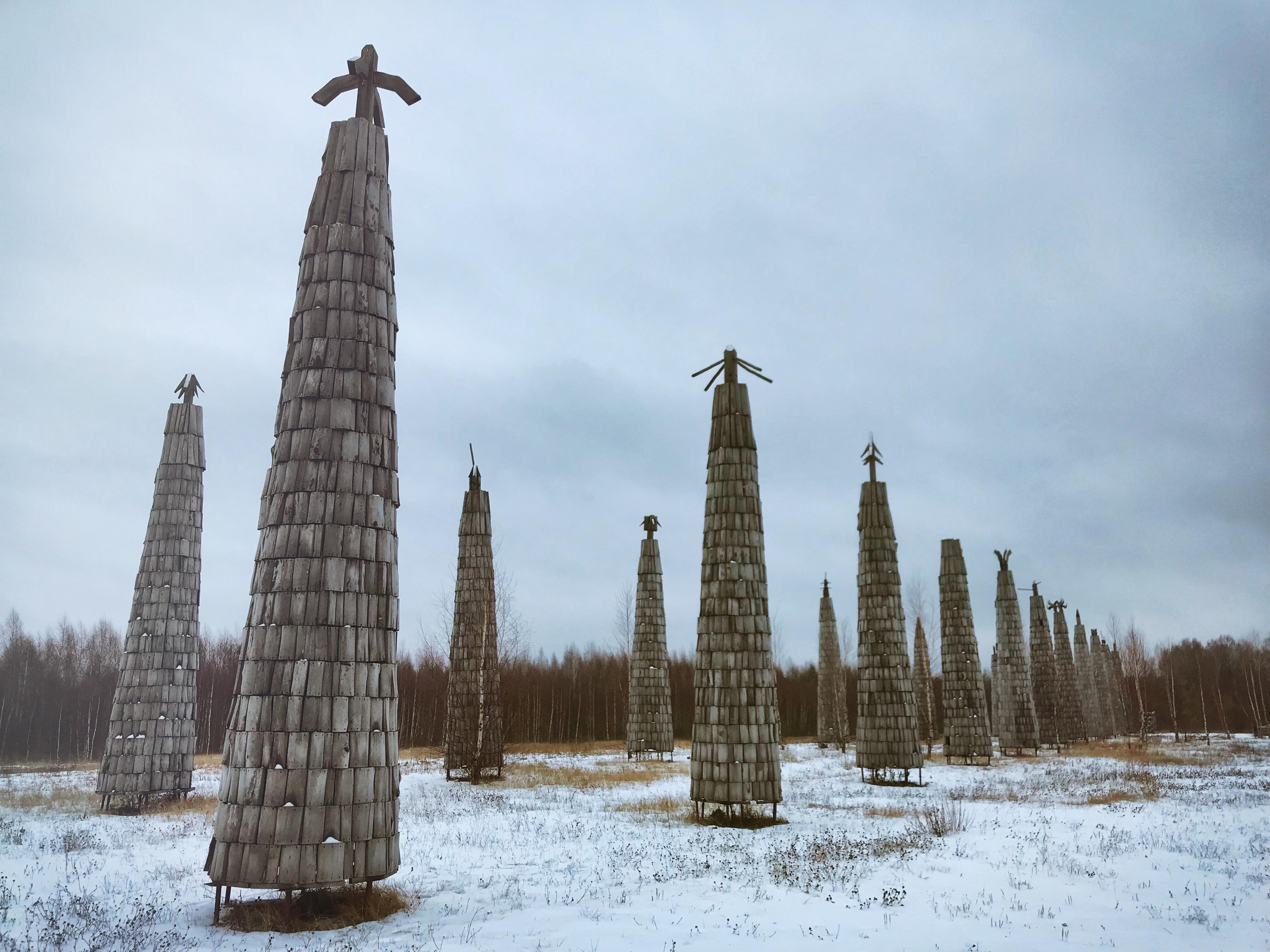nikola leniwets russland skulpturen totempfähle